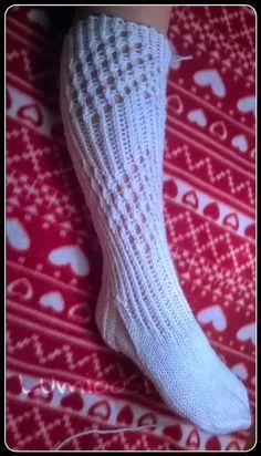 Lumioosi: Hieman uudenlaista sukkaa Wool Socks, Knitting Socks, Hand Knitting, Knitting Patterns, Knitting Ideas, Sexy Socks, Boot Cuffs, Knee Socks, Yarn Colors
