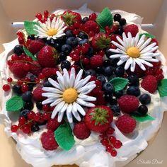 Pavlova summer cake
