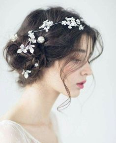Beautiful bride hair style - Page 39 of 39 - zzzzllee Aesthetic People, Aesthetic Girl, Bride Hairstyles, Ulzzang Girl, Beautiful Bride, Bridal Hair, Curly Hair Styles, Hair Beauty, Hair Accessories