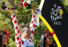 2012 22/7 rit 20 Paris/Champs-Élysées > Team Europcar rider and best climber's polka dot jersey holder Voeckler of France celebrates on the podium after the final 20th stage of the 99th Tour de France cycling race in Paris July 22, 2012. STEPHANE MAHE/REUTERS