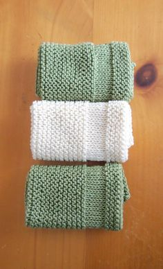 Copycat Dishcloth This knit pattern / tutorial is available for free. Knitted Dishcloth Patterns Free, Knitted Mittens Pattern, Knitted Washcloths, Modern Crochet Patterns, Crochet Dishcloths, Knitting Patterns Free, Free Pattern, Knitted Bags, Free Knitting