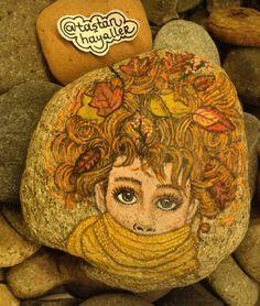 #taştanhayaller #art #woman #rockart #coolart #taşboyama #instaart #nature #rockpainting #stonepainting #stoneart #stoneartist #sonbahar #artist #autumn #leaves #orange #autumnleaves
