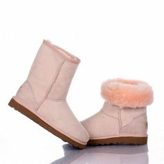 My favorite boots to wear in the winter!These boots are awesome. They are soft, comfortable. Ugg Snow Boots, Ugg Boots Sale, Ugg Boots Cheap, Ugg Winter Boots, Rain Boots, Ugg Classic Tall, Classic Ugg Boots, Ugg Boots Outfit, Ugg Shoes