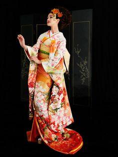 Yumi Kutsura, Japan & Paris - Bridal Collection 2014 - wedding kimono - 5118 (T) Traditional Japanese Kimono, Traditional Dresses, Costume Japonais, Japanese Wedding Kimono, Japanese Costume, Kimono Dress, Yukata, Ao Dai, Asian Girl