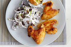 Dagje USA: kippenvleugels en gepofte aardappel. De coleslaw maakt het compleet - Recept - Allerhande