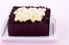 Chocolate curl cake with instructions on how to make the chocolate panels & curls Cooking Chocolate, Chocolate Hazelnut, Chocolate Cake, Chocolate Curls, Melting Chocolate, Cake Cookies, Cupcake Cakes, Cupcakes, Chocolate Decorations