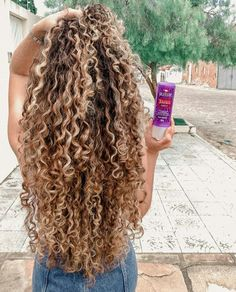 Dyed Curly Hair, Colored Curly Hair, Curly Hair Tips, Curly Hair Care, Curly Hair Styles, Highlights Curly Hair, Brown Blonde Hair, Balayage Hair, Blonde Highlights