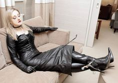 is this you after working all day Sinthia? Lady Ann, Sexy Stiefel, Leder Outfits, Black Leather Gloves, Hot High Heels, Latex Dress, Leather Dresses, Dress With Boots, Leather Fashion