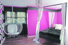 Pink and black. This glam color combo is a definite favorite among the younger set, which makes these hues a fun choice for your tween or teen's bedroom.