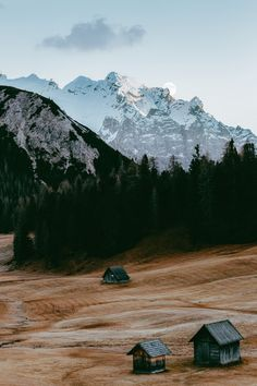 🐗Get Awesome Weekend Trip Tips for Nature Adventure,Forest Fanta. Nature Images, Nature Photos, Bergen, Monte Everest, Sagittarius Season, Camping Sauvage, Wooden Hut, Nature Sauvage, Moon Setting