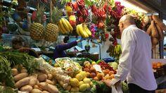 La fruta exótica de verano en Alicante son las piñas, y la sandía.