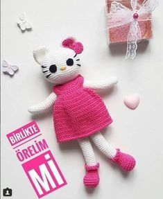 Hellokitty amigurumi watched by children fancy pages . Crochet Bear, Crochet Animals, Crochet Hats, Hello Kiti, Amigurumi Doll, Stuffed Toys Patterns, Knitting Socks, Diy And Crafts, Projects To Try