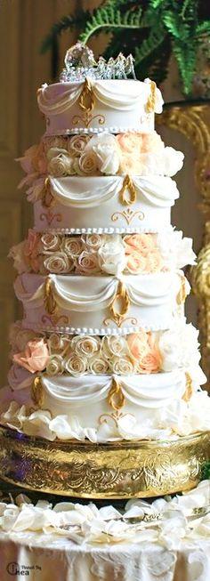 Elegant All-White Affair at Rosecliff Mansion in Rhode Island
