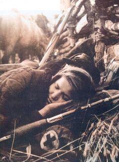 Спящая санитарка партизанского отряда.