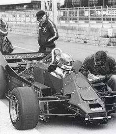 Nigel Mansell in the Lotus Colin Chapman inspects the rear of the car. Lotus F1, Mario Andretti, Grand Prix, Nascar, Ferrari, Nigel Mansell, Gilles Villeneuve, Formula 1 Car, Mc Laren