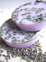 Lavender Soap Easy Homemade Recipe Make your own Beautiful Soap Yeilds 8 Bars Soap Making Recipes, Easy Homemade Recipes, Soap Recipes, Green Soap, Lavender Soap, Soap Bubbles, Organic Soap, Lotion Bars, Soap Molds