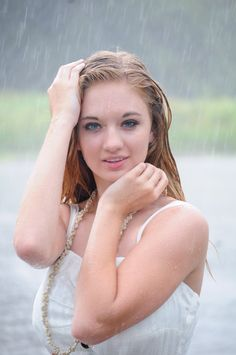 AMAZING!!!!! senior portraits in the rain For more photos, see: http://www.bephotographyblog.com/2012/07/reagan-gunter-high-school-senior.html