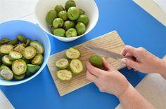 Zelené ořechy v tzv. mléčné zralosti (tedy ještě měkké) omyjte, osušte a každý...