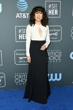 Sandra Oh attends the annual Critics' Choice Awards at Barker Hangar on January 2019 in Santa Monica, California. Get premium, high resolution news photos at Getty Images Sandra Oh, Lady Gaga, Celebrity Evening Gowns, Streetwear, Critics Choice, Hollywood, Prabal Gurung, Choice Awards, Vogue Fashion