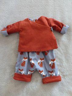 Avec mes restes de tissus velours et renard de ma tenue Foxy ici j'ai réalisé une petite cousette Bébé. C'est un petit ensemble pantalon et brassière cache coeur réversible. Pour les p…
