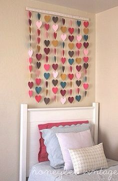 [Wall decoration: DIY strings of hearts]