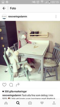 Vitt stilrent skrivbord i äldre modell Varberg citiboard