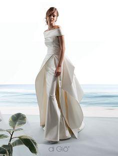 Wonderful Perfect Wedding Dress For The Bride Ideas. Ineffable Perfect Wedding Dress For The Bride Ideas. Classy Wedding Dress, Perfect Wedding Dress, White Wedding Dresses, Bridal Dresses, Wedding Gowns, Bridesmaid Dresses, Hair Wedding, Satin Duchesse, Dress Vestidos