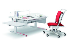 moll Champion desk (Right-Up version) extended with the Side-top, Multideck. Featured with the Scooter chair.
