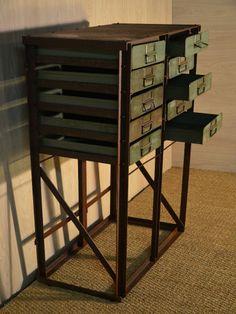 Meuble 10 tiroirs entièrement conçu avec des matériaux revalorisés, meuble industriel, vintage, rétro, upcycling, hewel-mobilier.com