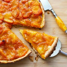 French Apricot Tart is part of Apricot tart recipe A French Tarte aux Abricot recipe with stepbystep instructions This apricot dessert is a great way to use up apricots if you are lucky enough to - Desserts Français, French Desserts, Delicious Desserts, Dessert Recipes, French Recipes, Plated Desserts, Tart Recipes, Sweet Recipes, Cooking Recipes