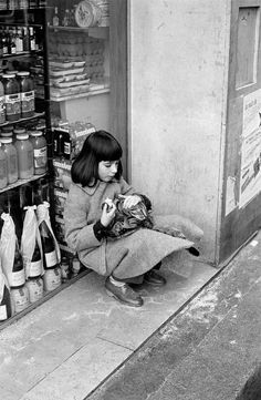 2000-lightyearsfromhome:  David Hurn Young girl with cat in central Paris. 1980