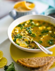 Lemon-Garlic Rice & Lentil Soup Sugiero reducir a 1/4 taza el jugo de limón  Incrementar en 1/4 cdita. La ralladura de limón. Ahh y usar 3 hojas de laurel Deliciosa!!