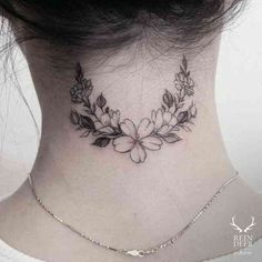 Best Neck Tattoos Of The Day – 30 Pics – Millions Grace Best Neck Tattoos Of Th… – foot tattoos for women flowers Back Of Neck Tattoos For Women, Tattoos For Women Flowers, Sleeve Tattoos For Women, Tattoos For Guys, Best Neck Tattoos, Foot Tattoos, Small Tattoos, Wing Tattoos, Dragon Tattoos
