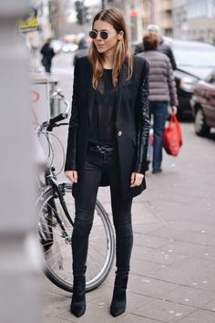 50 Best Business Outfits Ideas for Stylish Women - Mode für Frauen Women's Cool Fashion, Fashion Casual, Look Fashion, Winter Fashion, Fashion Outfits, Woman Outfits, Fashion Mode, Fashion Story, Female Fashion