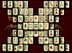 Az orosz madzsong valóban Oroszországból származik, ezért minden utasítás oroszul található rajta. A játék indításához azonban nem kell különösebb nyelvtudás. Öt féle tábla választható a jobb alsó sarokban, ezután kell a CTAPT gombra kattintani.  Russian mahjong players set the world record for the longest marathon playing mahjong.