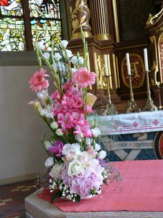 Altargesteck für Hochzeit in rosa Tönen im Rheingau