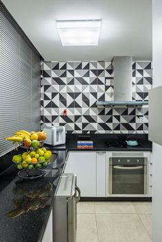 Kitchen backsplash ideas that will brighten and modernize your kitchen. with cabinets, diy for big and small kitchen - white or dark cabinets, tile patterns Kitchen Cabinets Decor, Kitchen Backsplash, Kitchen Furniture, Kitchen Interior, Backsplash Ideas, Tile Design Pictures, Kitchen 2016, Internal Design, Upper Cabinets