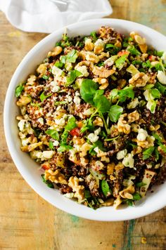 Harvest Quinoa Salad - Wendy Polisi - #pourloveinn #sponsored This amazing quinoa salad is perfect for your holiday table!
