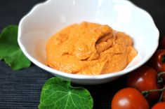 Tomaten-Basilikum-Hummus