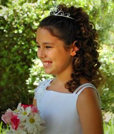 Flower Girls tiara and hair Communion Hairstyles, Wedding Tiara Hairstyles, Flower Girl Hairstyles, Little Girl Hairstyles, Braided Hairstyles, Bridesmaids Hairstyles, Teenage Hairstyles, Wedding Updo, Wedding Gowns