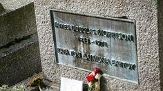 Jim Morrison's headstone at Cimetière du Père Lachaise   Flickr - Photo Sharing!