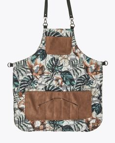 FancyGents custom made aprons are perfectly handcrafted using only high quality materials. Purpose is to provide a personal standout style with a flawless fit. Barber Apron, Restaurant Uniforms, Towel Apron, Work Aprons, Custom Aprons, Gardening Apron, Chef Apron, Aprons For Men, Leather