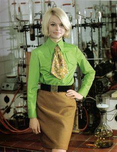 German fashion from photos) 60s And 70s Fashion, Fashion 2018, Retro Fashion, Vintage Fashion, Womens Fashion, Women Wearing Ties, Berlin Mode, Rda, Evolution Of Fashion