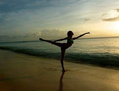 Dancing at the beach. Beach Gymnastics, Dance Poses, Dance Pictures, Ballet, Dancers, Inspiration, Passion, Life, Fan