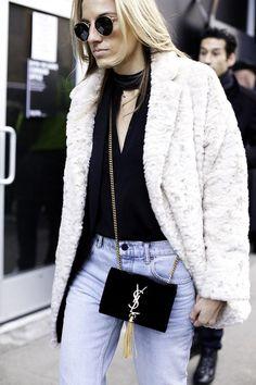 White fur coat, black choker top, and a chic mini YSL crossbody bag. Street Style 2016, Autumn Street Style, Street Style Looks, White Fur Coat, New Yorker Mode, Fashion Week 2016, Cool Street Fashion, New York Fashion, Stylish Outfits