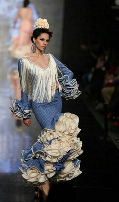 Flamenca Folk Fashion, Fashion Art, Estilo Popular, Spanish Dancer, Blue And White Dress, Ankara Dress, Fabulous Dresses, White Wedding Dresses, Indian Dresses