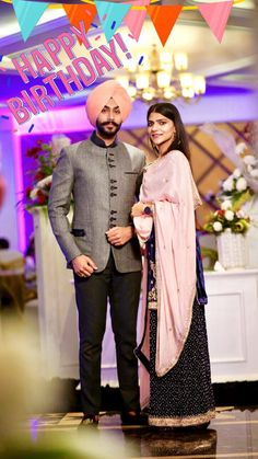 Menu ni pata ki sahi Ja ki galt ah Menu tusi chaide à bas Pata ni rab ki chada ja ki nai Bas tusi chaide à menu Jo raa chal rahi oh sahi à Ja galt Menu ni pata bas tusi chaide menu Har hall wech tusi chaide oh menu Mens Indian Wear, Indian Suits, Punjabi Men, Latest Punjabi Suits, Boutique Suits, Designer Salwar Suits, Trendy Collection, Lakme Fashion Week, Glamorous Wedding