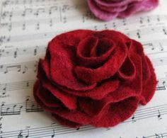 Filzrose, Felted flower rose by Helena Hermann                                                                                                                                                                                 Mehr