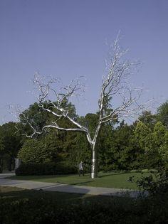 Roxy Paine / graft, 2009  www.artexperiencenyc.com