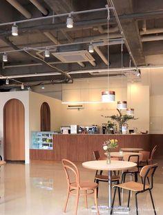 Low Budget Home Decoration Ideas Coffee Shop Interior Design, Coffee Shop Design, Cafe Interior, Cafe Design, Home Interior Design, Store Design, Interior Ideas, Coffee House Interiors, Shop Interiors